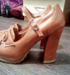 Коричневые туфельки из натуральной кожи с ремешком