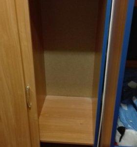 Кровать, шкаф + 2 матраса