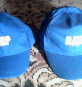 Две кепки лдпр