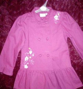 Пальто на девочку 4-5лет