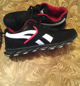 Продам новые кроссовки Reebok