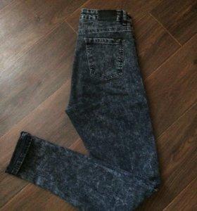 Стильные джинсы-варёнки с высокой посадкой.