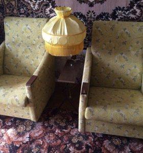 Кресло, 2 шт по 500руб и  торшер - 400 руб
