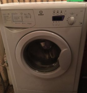Продам стиральную машинку Indesit