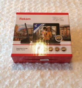Новая цифровая фоторамка Rekam DejaView SL880