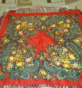 Яркий красный платок