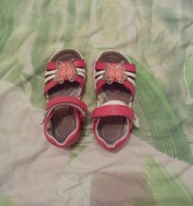 Продам сандалики 26 размера