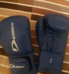 Продам перчатки боксерские