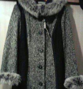 Зимнее драповое пальто.