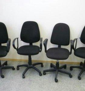 Компьютерное Кресло на колесах