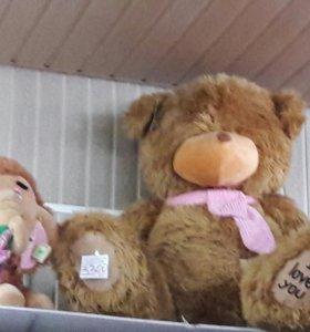 Очень большой плюшевый медведь
