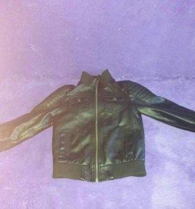 Продам куртку коженную на мальчика 116см