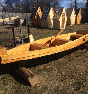 Лодка тихоходная весельная деревянная для рыбалки