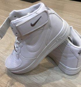 Продам новые кроссовки кросы форс найк