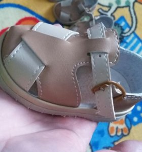Продам сандали на первые шаги