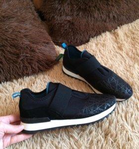 Ботинки, кроссовки Benetton новые