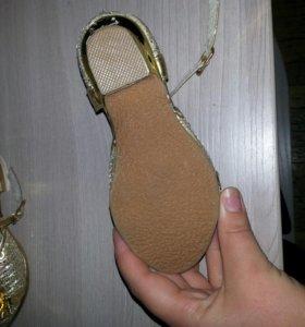 Туфельки на девочку новые