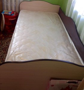 Кровать и комод( новые)