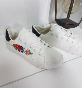 Кроссовки белые Gucci