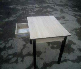 Стол   новый кухонный с выдвежным ящиком для столо