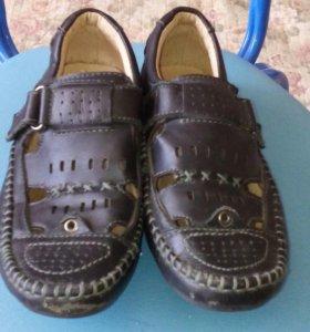 Туфли на мальчика.