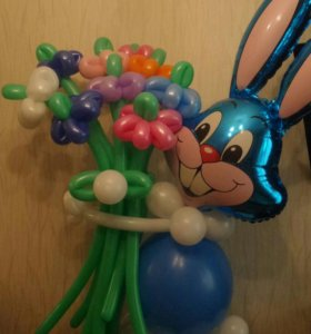 Зайка с букетом цветков!