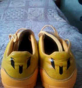 Футбольные кросовки ADIDAS
