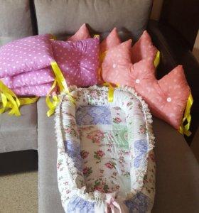 Бортики в кроватку, гнезда, конверты на выписку ,