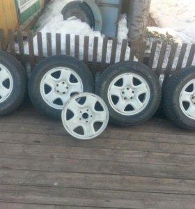 5 дисков и 4 шины.