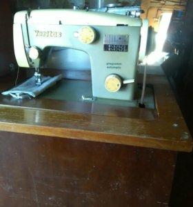 Швейная машинка педальная работает