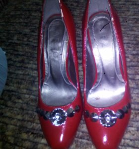 Туфли красные,новые.