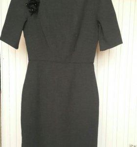 Приталенное платье р.S