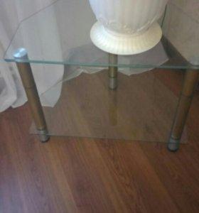 Стеклянный угловой столик