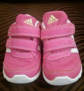 Кроссовки adidas. Размер 21