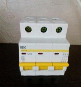 Автомат IEK, трехполюсный