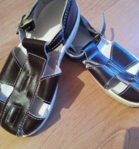 Деткие сандалии и резиновые сапоги
