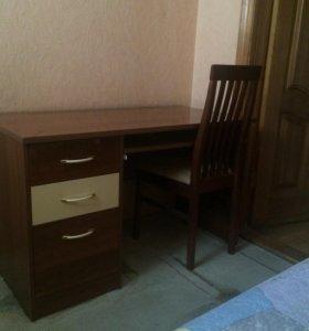 Письменный стол с ящиками .