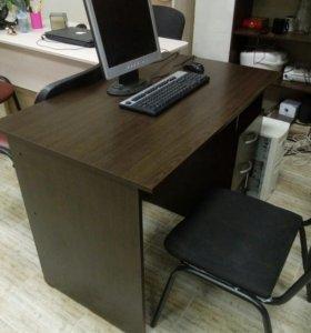 Стол офисный с ящичками