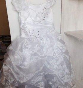 Нарядное длинное платье для девочки с перчатками