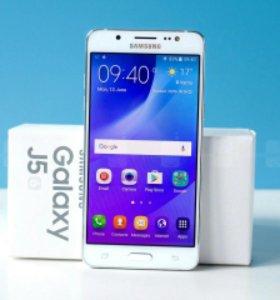 Телефон Samsung Galaxy J5 (2015)