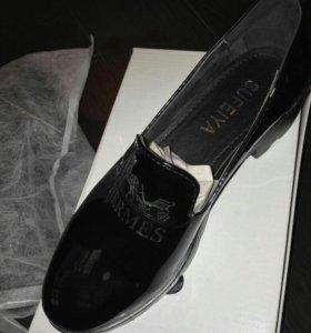 Костюм 1800р Обувь в наличии.Раз-ый ряд. Цена 1300