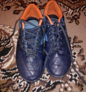 Футбольные кроссовки (сороконожки)