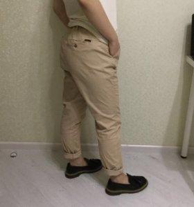 брюки чиносы bershka