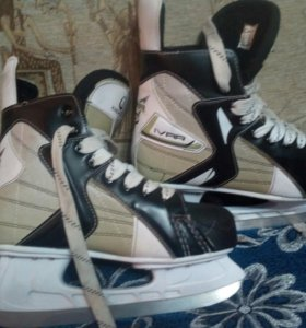 Хоккейные коньки iceberger.