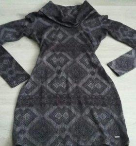 Платье фирменное.