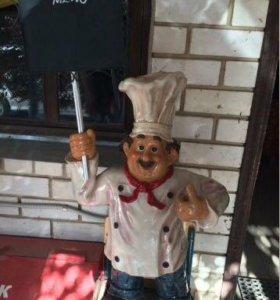 """Большая фигура """"Повар с меню"""" для декора ресторана"""