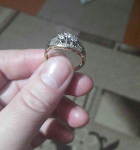 Кольцо золотое срочно продаю,торг уместен