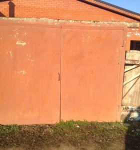 Ворота гаражные б/у, размер 2,30 на 1,90