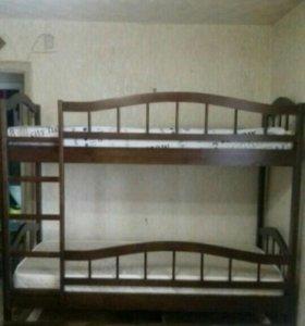 Двухьярусная кровать.