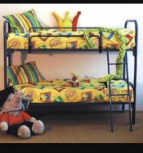 Двухъярусная кровать. С матрасами.